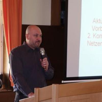 Hubert moderiert und berichtet vom Energiedialog